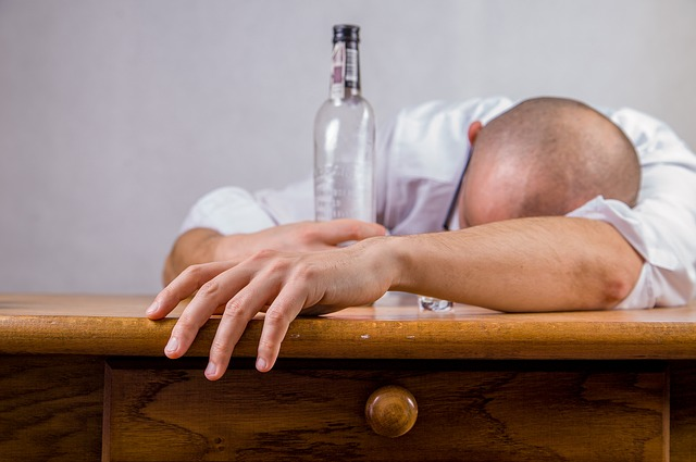Mi pareja tiene problemas con el alcohol, ¿qué hago?